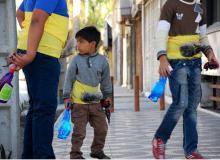 اجرای پرفورمنسی متفاوت با هدف نجات کودکان کار