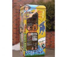 کتابخانه مدرسه در کابین تلفن!