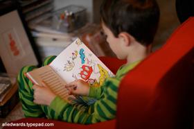 چطور یک کودک کتاب خوان می شود؟