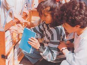 کتابخانه ی سیار موسسه ی مطالعات زنان  در جهان عرب