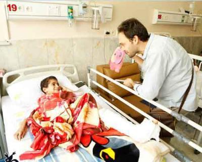 کتاب و لبخند هدیه مربیان کانون تهران به کودکان بیمار
