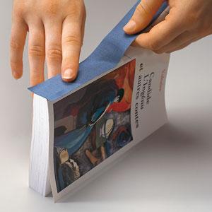 """""""آمبولانس کتاب"""" در خانه کتابدار و ترویج خواندن"""