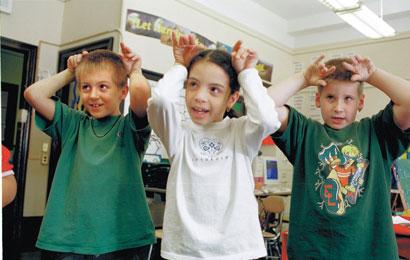 کودکان را به قصه گویی تشویق کنیم